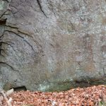 Felswand mit Inschriften